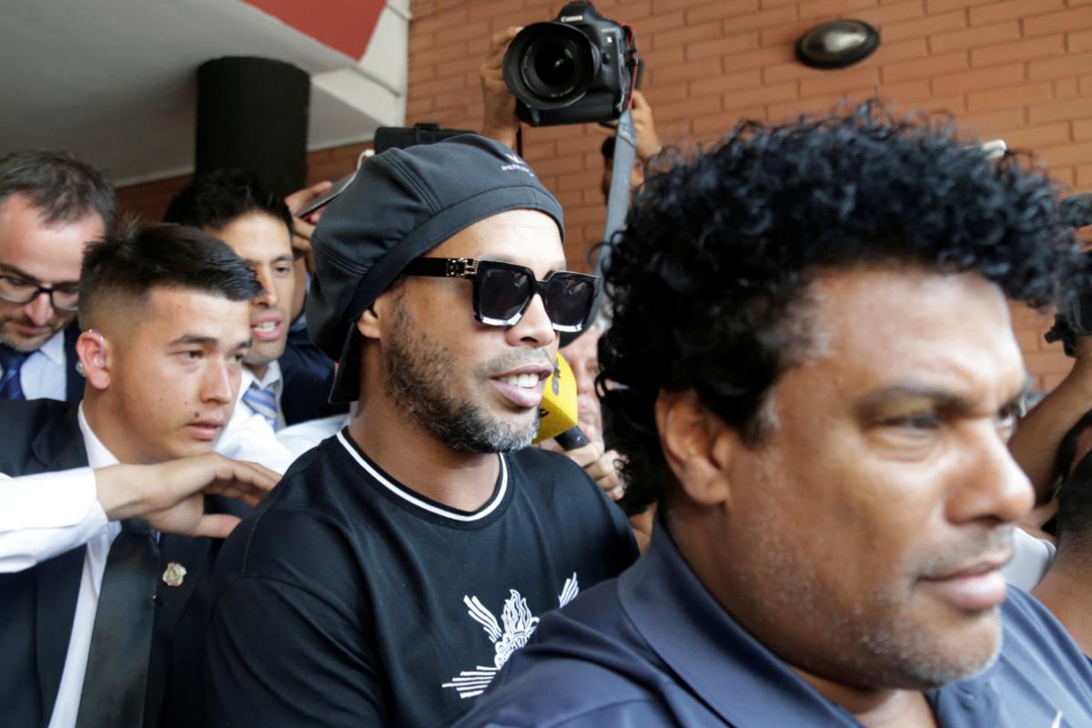 Ronaldinho sale sin cargos de la Fiscalía paraguaya tras declarar durante ocho horas