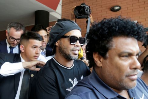Paraguay police question lt;HIT gt;Ronaldinho lt;/HIT gt; over alleged 'adulterated' passport