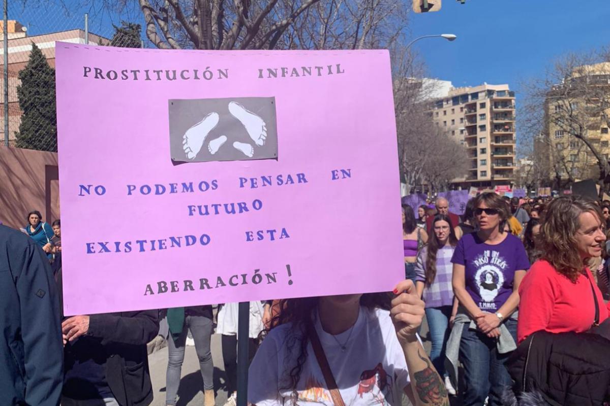 Pancarta en la manifestación del 8-M de Palma.