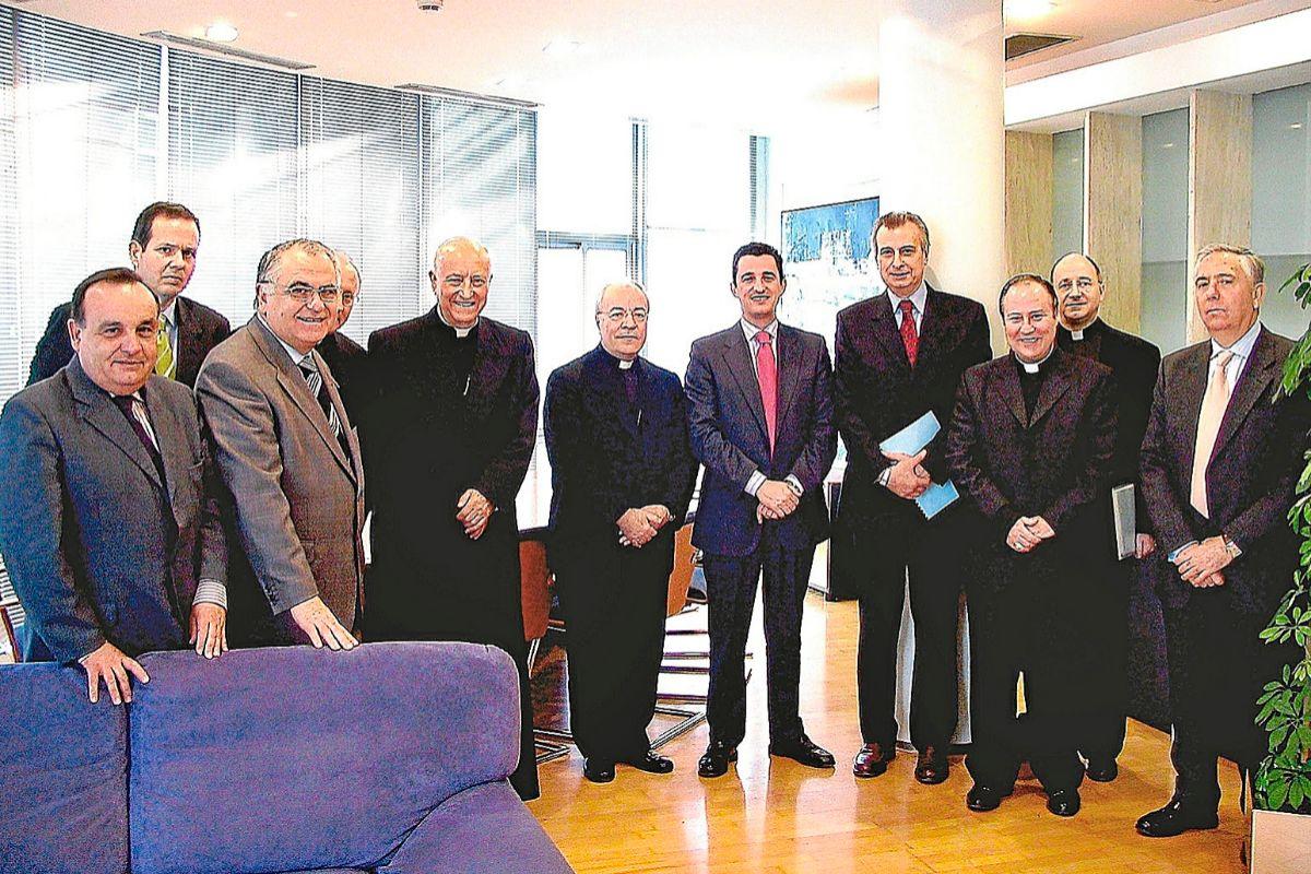 Fotografía de archivo de 2006, en el despacho del director de RTVV, donde se selló el compromiso para la organización de la visita del Papa.
