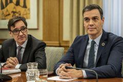 Pedro Sánchez, junto al ministro de Sanidad, Salvador Illa, en la Comisión de Seguimiento del coronavirus.