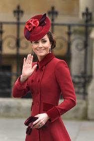 Kate Middleton con tocado de Sally Ann Provan - La familia real británica juntos en el servicio religioso del Día de la Commonwealth