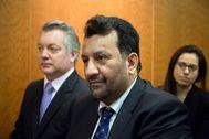Abdullah Al-Thani (c), durante el juicio del 'caso BlueBay'.