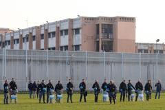 La Policía trata de contener un motín en la cárcel de Turín por las medidas tomadas contra el coronavirus.