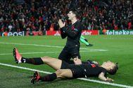 Morata y Llorente celebran el gol definitivo en Anfield.