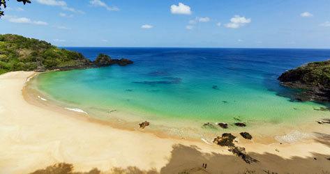 Las aguas cristalinas de la playa de Bahía do Sancho.