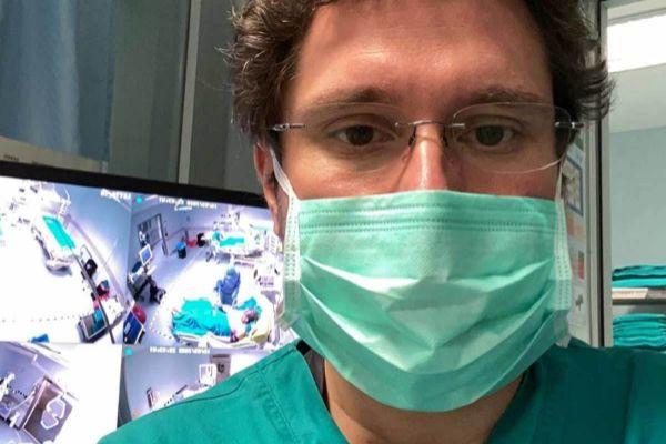 """Consejos a España del médico que 'selecciona' a los pacientes con coronavirus: """"Preparaos ya"""""""