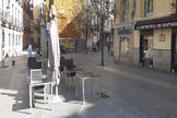 Una terraza vacía en la Plaza de Santiago, en el centro de Madrid