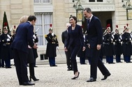 Los Reyes con el presidente Macron y Brigitte en el palacio del Elíseo