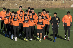 El equipo del Wuhan Zall, durante un entrenamiento en Sotogrande.