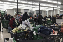 Clientes comprando en una tienda de Mercadona