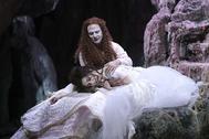 El contratenor Franco Fagioli (Aquiles travestido en Pirra), con la soprano Francesca Aspromonte (Deidamia).