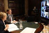 Ximo Puig y Ana Barceló conversan por videoconferencia con los síndics de las Cortes.