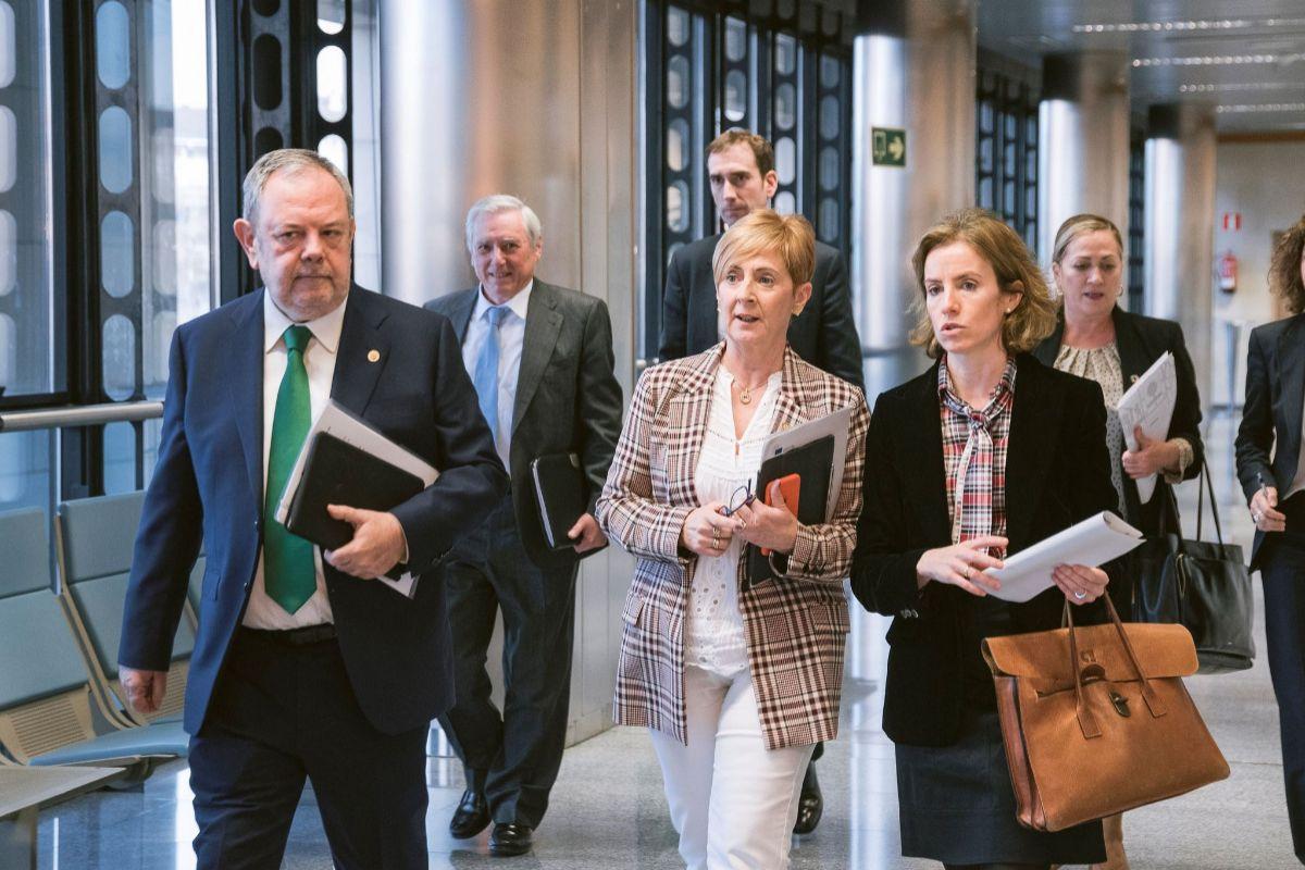 Los consejeros Pedro Azpiazu, Arantxa Tapia y Sonia Pérez en las instalaciones de Lakua en Vitoria.