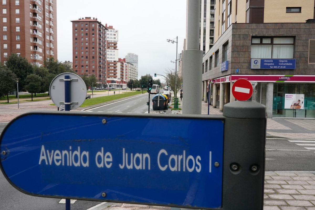Vitoria retirará el nombre de Juan Carlos I de una avenida por el cobro de comisiones del rey