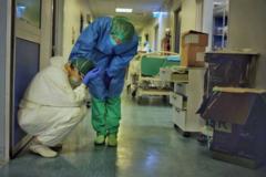 """La crónica fotográfica de los médicos de la UCI de Cremona: """"Somos personas, no héroes"""""""