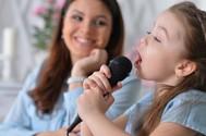 ¿Fan del karaoke? Aquí tienes 5 'apps' para pasar la cuarentena cantando
