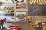 Un restaurante e Telepizza en Madrid.