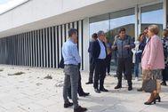 El presidente de la Diputación, Carlos Mazón, con Encarna Llinares (Sanidad), el pasado viernes en el nuevo centro.