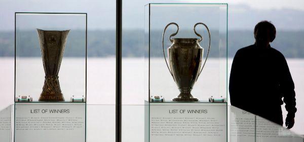 Los trofeos de la Champions y la Europa League, en la sede de la UEFA.