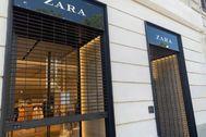 Una tienda de Zara echando el cierre