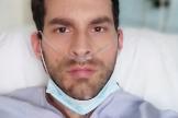 Hernández, en un 'selfi' enviado por él mismo desde el Gregorio Marañón.