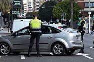 Un control de la Policía Local de Valencia ayer en la calle San Vicente.