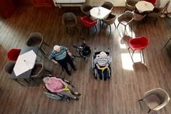 Un grupo de ancianos aislados por el coronavirus en una residencia de Grevenbroich.
