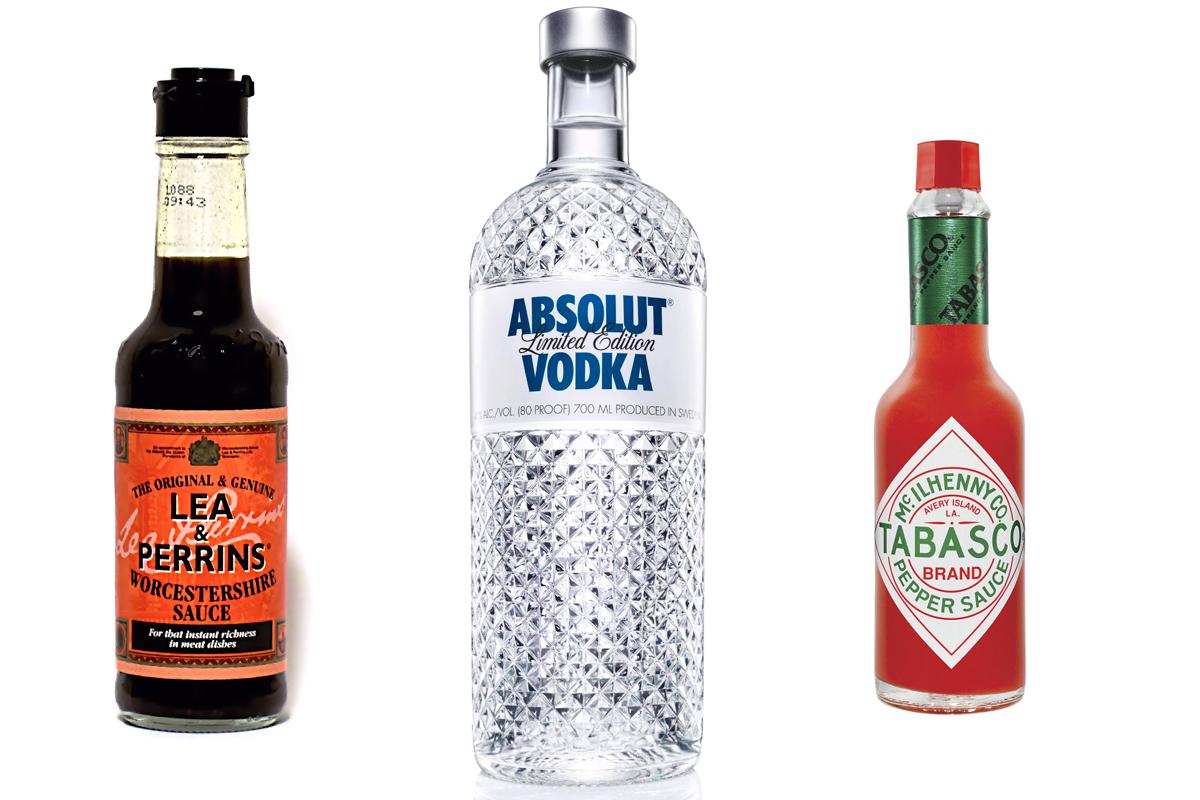 Tres ingredientes del bloody mary: salsa Worcestershire, vodka y salsa tabasco.