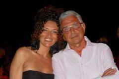 Anna Mercalli sonríe junto a su padre en una foto familiar.