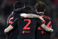 Los jugadores del Atlético festejan su triunfo en Liverpool.