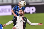 Turin (Italy).- Juventus'Äô Gonzalo lt;HIT gt;Higuain lt;/HIT gt; in action during the Italian Serie A soccer match Juventus FC vs FC Internazionale Milano at the Allianz Stadium in Turin, Italy, 08 March 2020. (Italia, Estados Unidos) EPA/