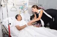 Letizia visitando a los heridos en Barcelona tras el ataque terrorista a las Ramblas en 2017