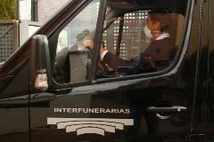 Un trabajador de un servicio funerario en Madrid, esta semana.