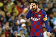 Messi, apesadumbrado, durante el reciente partido de Liga en el Bernabéu.