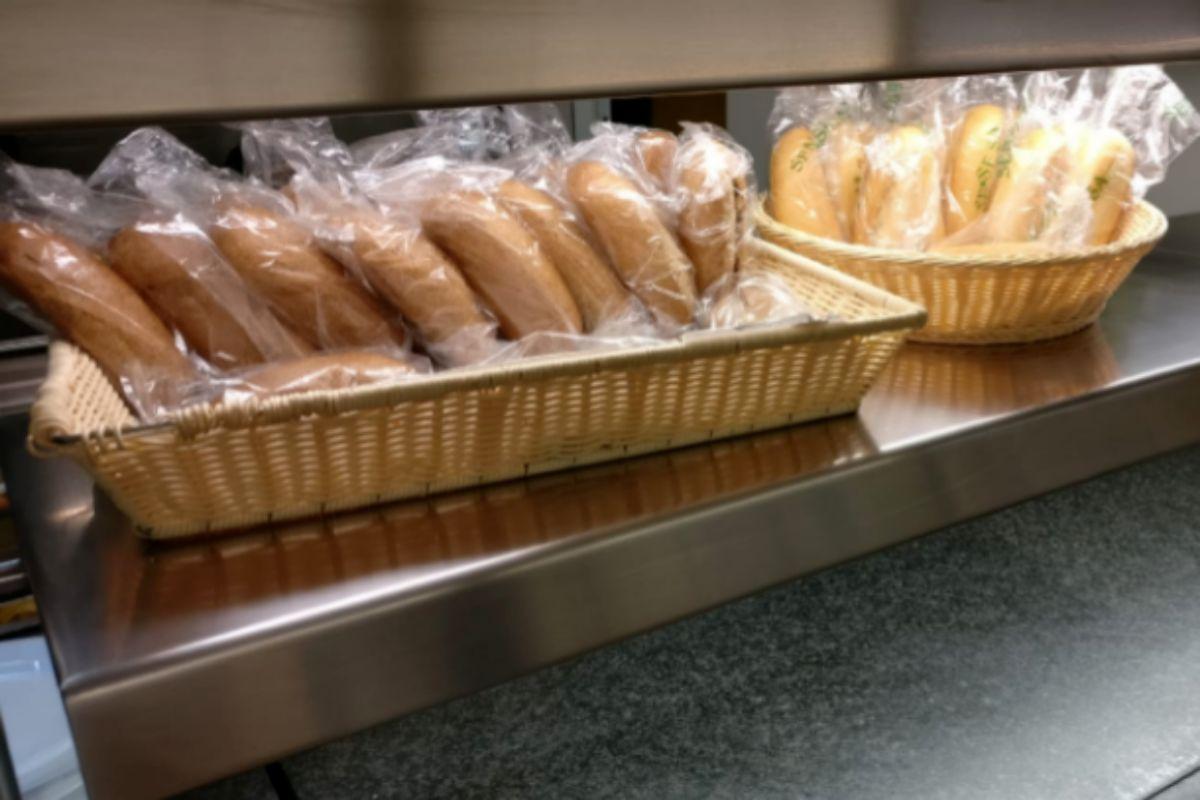Pan embolsado en raciones individuales.