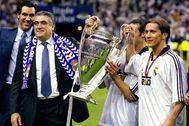 Sanz y Salgado, con la Copa de Europa.