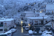 Las calles desiertas del municipio granadino de Trevélez, donde este sábado estuvo nevando.