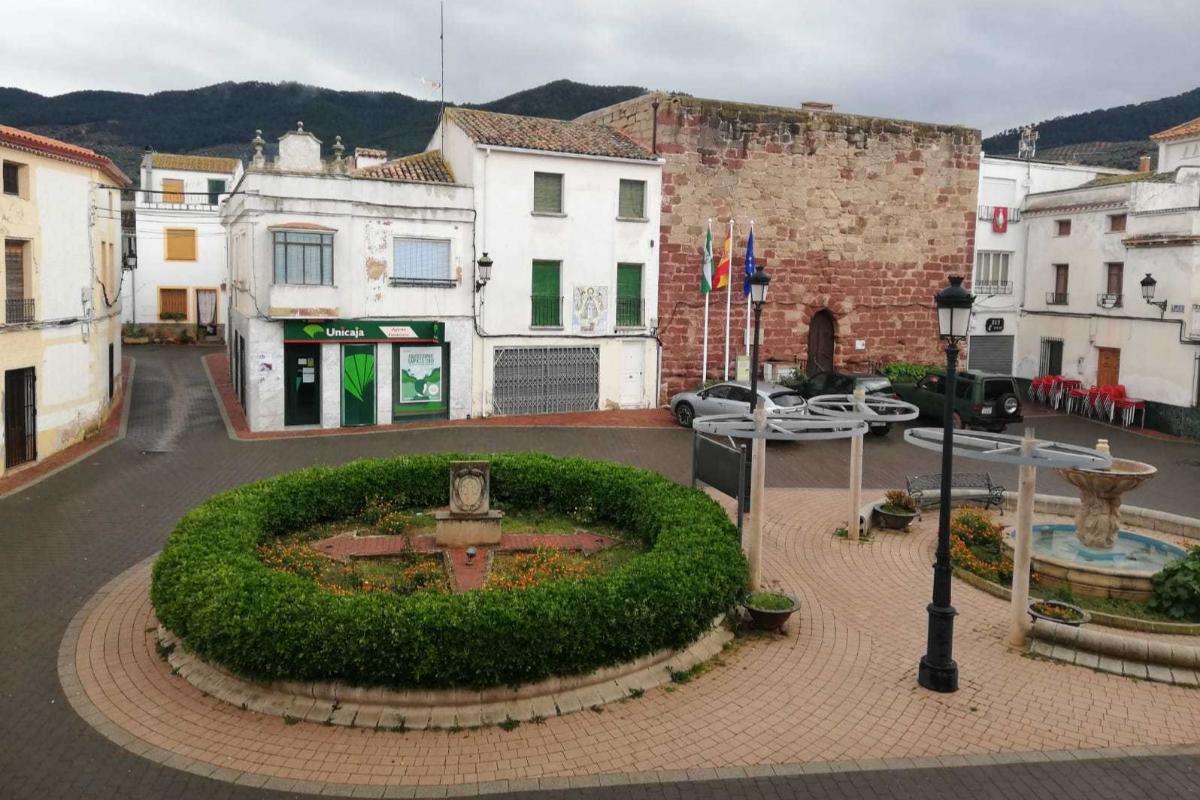 Una plaza de Villarrodrigo, totalmente vacía por el coronavirus.