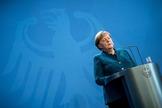 La canciller alemana, Angela Merkel, en rueda de prensa este domingo.
