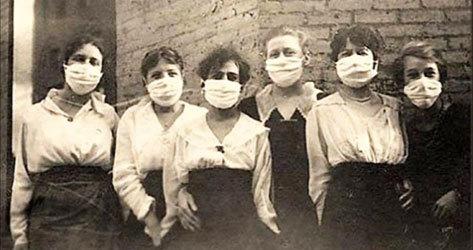 Estudiantes de la Universidad de Waterloo con mascarilla.