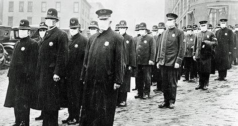 Policías de Seattle durante la pandemia.