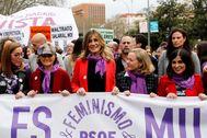 Carmen Calvo junto a Begoña Gómez y las ministras Nadia Calviño y Carolina Darias, durante la manifestación del 8-M.