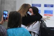 Llegada al aeropuerto de Barajas de los pasajeros procedentes de Quito (Ecuador) que viajaban en un avión de Iberia con 347 pasajeros a bordo.