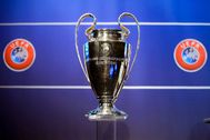 "Nyon (Switzerland).- (FILE) - The lt;HIT gt;Champions lt;/HIT gt; League trophy on display during the draw of the first two qualifying rounds of the UEFA lt;HIT gt;Champions lt;/HIT gt; League 2014/15 at the UEFA Headquarters in Nyon, Switzerland, 23 June 2014 (re-issued on 23 March 2020). The UEFA informed on 23 March that ""as a result of the COVID-19 crisis, UEFA has formally postponed the"" lt;HIT gt;Champions lt;/HIT gt; League and the Europa League final. Further on they declared: ""No decision has yet been made on rearranged dates. Further announcements will be made in due course."" (Liga de Campeones, Suiza) EPA/ *** Local Caption *** 55950368"