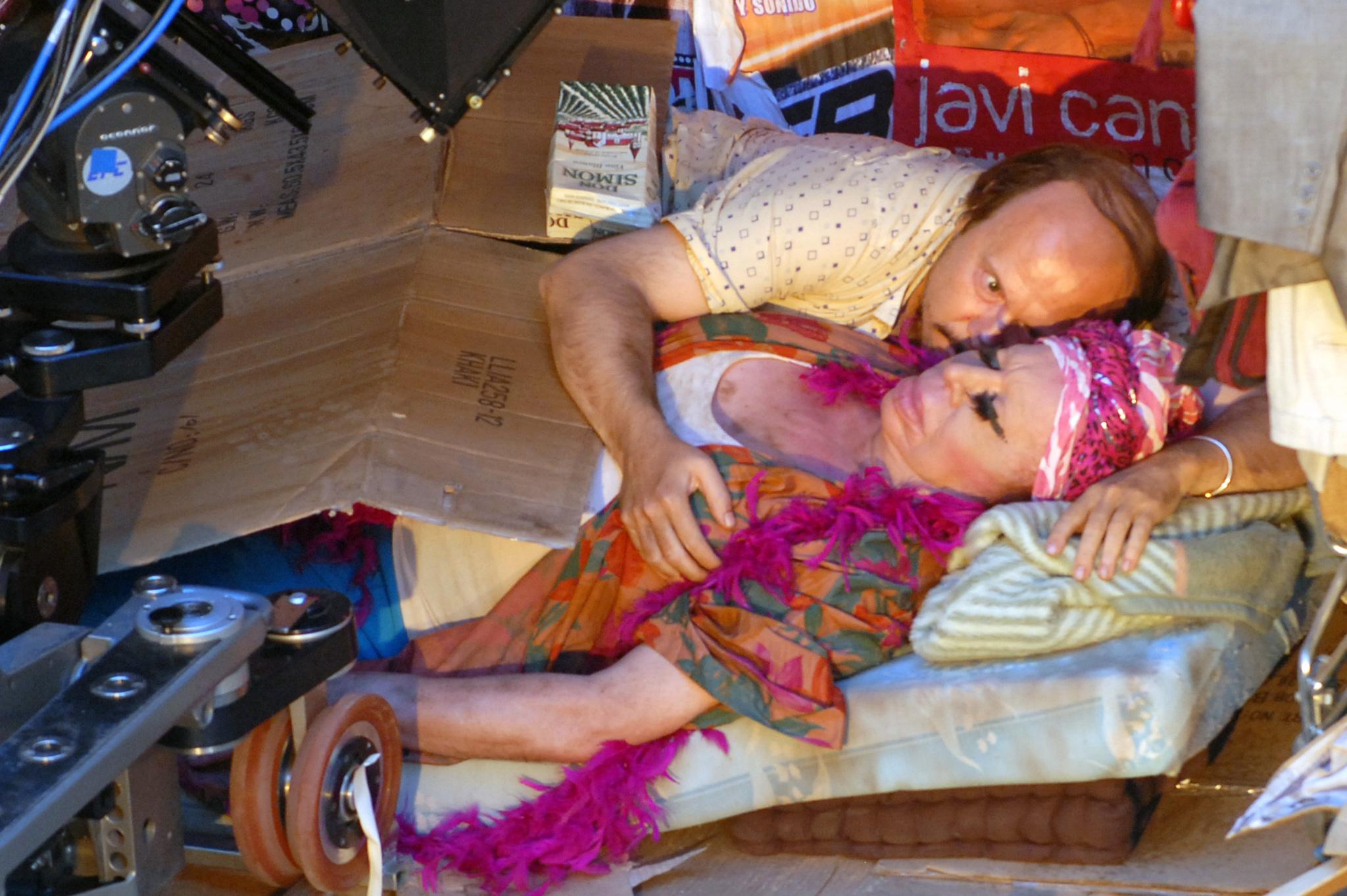 Santiago Segura y Carmen de Mairena en el rodaje de una escena de 'Torrente'.