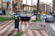 Trabajos de desinfección que se han llevado a cabo en Burriana.