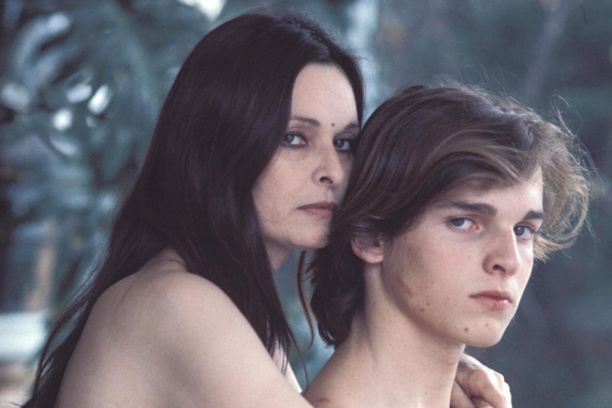 Con su hijo Miguel, en los años 80.
