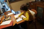 Un niño de Castellón intentaba seguir sus clases a través del correo electrónico.