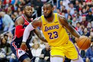Washington, Dc (United States), 16/12/2018.- (FILE) - Los Angeles Lakers forward lt;HIT gt;LeBron lt;/HIT gt; James (R) in action against Washington Wizards guard John Wall (L) during the second half of the NBA basketball game between the Los Angeles Lakers and the Washington Wizards at CapitalOne Arena in Washington, DC, USA, 16 December 2018 (re-issued 12 March 2020). Utah Jazz center Rudy Gobert tested positive for COVID-19 it was announced 11 March 2020. The test result was announced just before tip-off of the Utah Jazz and Oklahoma City Thunder game at Chesapeake Bay Arena in Oklahoma City. The game was called off and shortly thereafter the National Basketball Association (NBA) announced the suspension of the 2020 season. (Baloncesto, Estados Unidos) EPA/ SHUTTERSTOCK OUT *** Local Caption *** 54847770